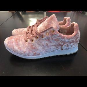 Topshop velvet shoes- new - size 8.5